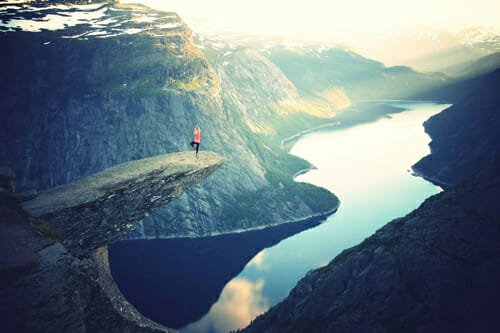 trolltunga-norway-tree-pose