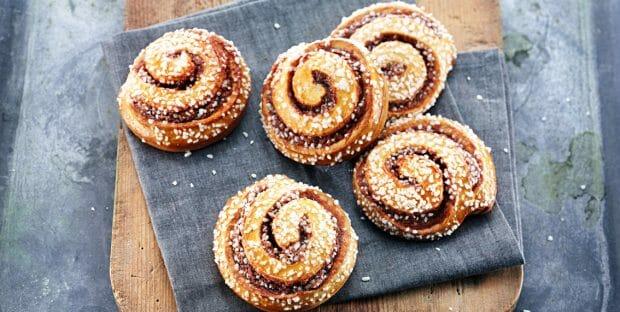 cinnamon buns - cinnamon rolls - skillingsboller